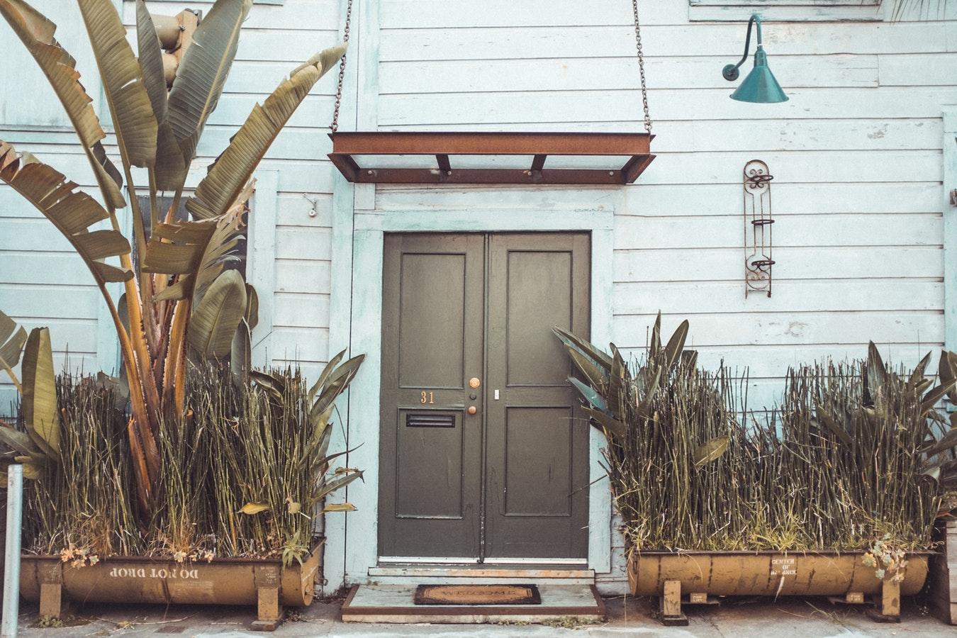 32 Best Curb Appeal Ideas for Any Budget | The Close