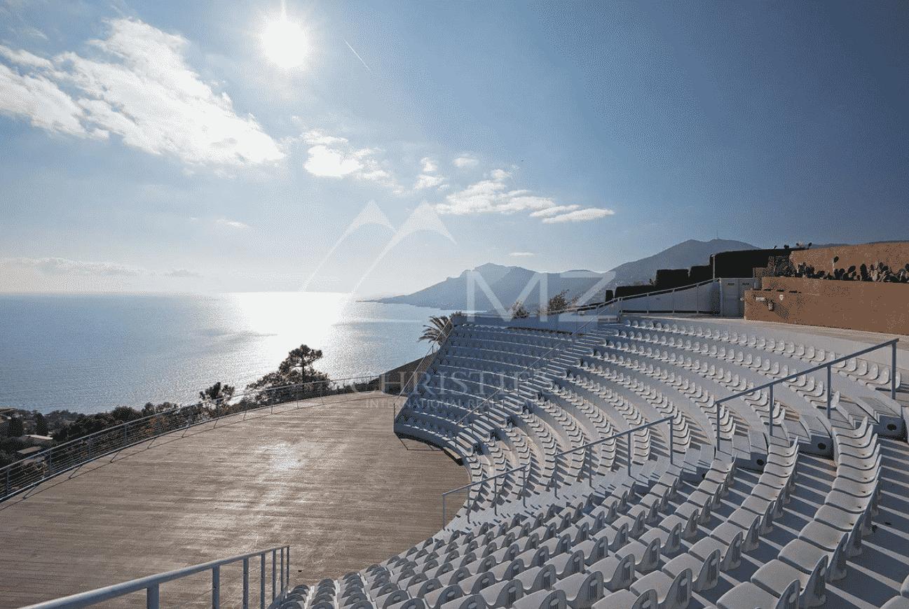 500-seat outdoor auditorium overlooking the ocea