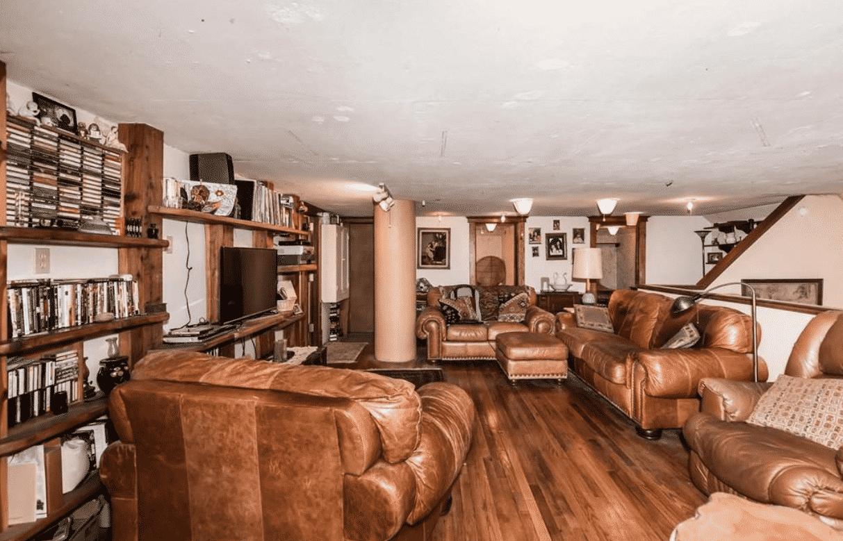 Cabin's living room