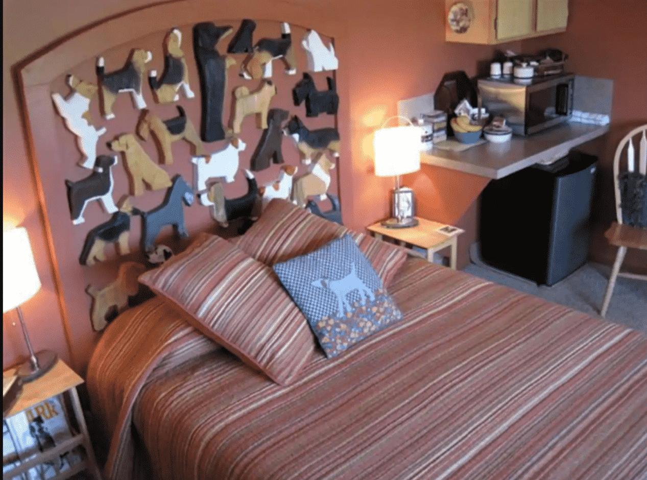 Cottonwood Dog house - bedroom