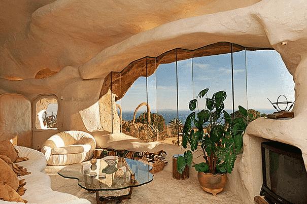 Dick Clark's Flintstone's Interior