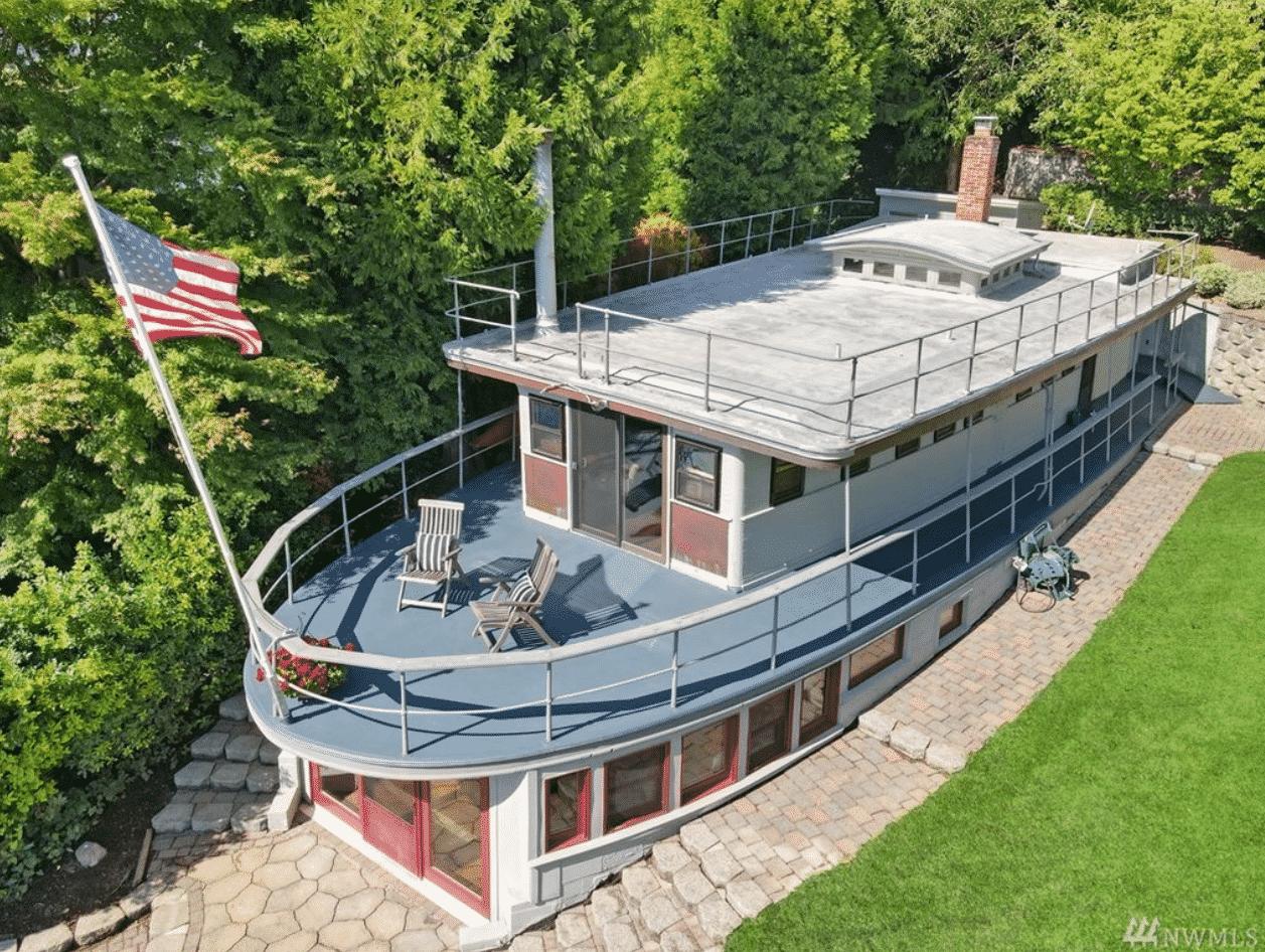 Ship-Shape House in Mercer Island, Washington